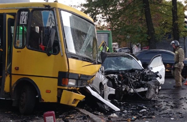 В центре Донецка произошло масштабное ДТП (ФОТО)