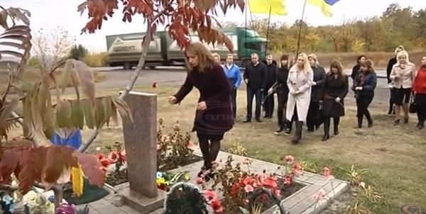 Жители Славянска почтили память горловского депутата Владимира Рыбака