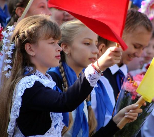 Первоклашки Горловки: в местных школах от 7 до 10 детей в классах. Еще у нас фотографии с первого звонка