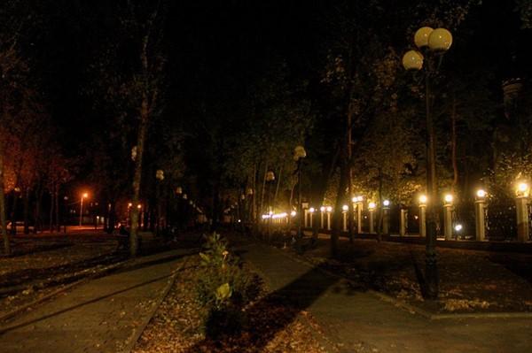 Вечерняя Горловка: фоторепортаж с центральных улиц города -  проспекта Победы и бульвара Димитрова