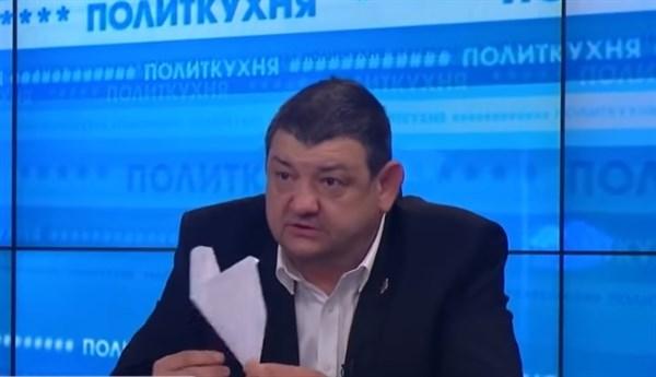 """Мэр Горловки от """"ДНР"""" сделал для президента Украины голубя мира из бумаги. Вот, что он хочет этим сказать"""