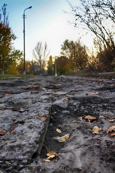 Блогер надеется, что горловские разбитые дороги станут историей и их отремонтируют. А пока они убитые