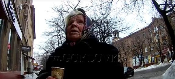 Житель Горловки на кассе оплачивал покупки пенсионерам: посмотрите, как они реагировали