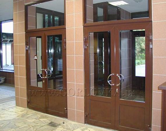 Металлопластиковые входные двери от надежного производителя