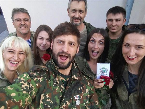 """Не Ангелы: волонтеры батальона рассказали, как их руководитель-россиянин наживался на """"бедных детях Донбасса"""""""