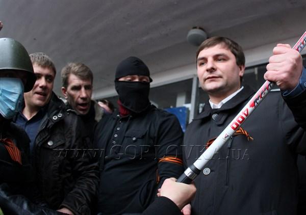 Мэра Горловки под дулами автоматов заставили написать заявление об уходе с должности. Власть перешла к представителям ДНР