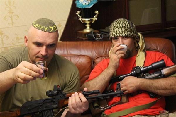 «Шоб ты сдох – п…а российская, шоб ты своей тушёнкой подавился»: что в Горловке нищие военным желают