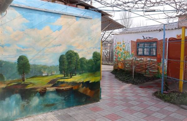 """Семья переселенцев из Горловки создала усадьбу """"Хуторок"""" и музей украинского быта в Скадовске. Вот как у них получилось"""