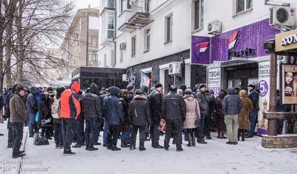 """В Горловке и Донецке очереди за местным сим-картами """"Феникс"""", с которыми можно звонить только по городу"""