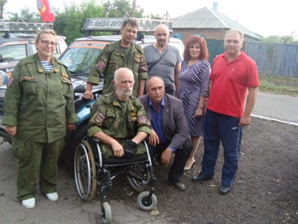 Россияне, приехавшие в Горловку, рассекали на автомобиле с портретом Путина