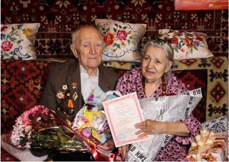 В Горловке поженились 100-летний ветеран ВОВ и его 82-летняя спутница (ФОТОФАКТ)