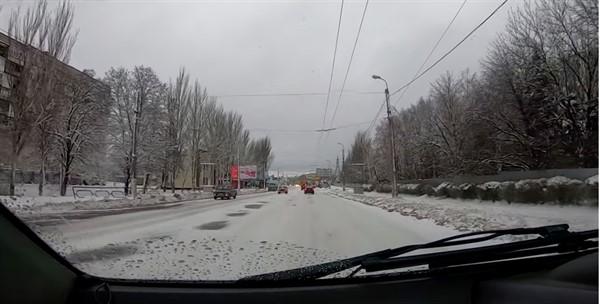 На дорогах Горловки чистейший гололёд (ВИДЕО)