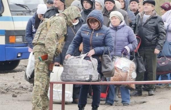 Как пересечь линию разграничения и не сойти с ума: лайфхаки после поездки из Киева в Донецк