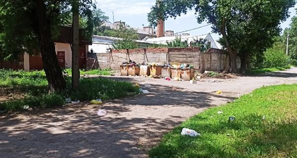 """""""Донэкотранс"""" предлагает жителям Горловки подписывать мусор. У жителей много на них нареканий"""