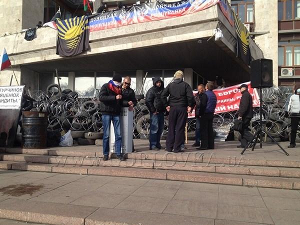 """Пять лет назад в захваченной Донецкой облгосадминистрации провозгласили """"ДНР"""": вспоминаем, как это было"""