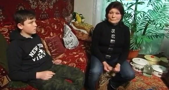 Выжить под Горловкой: бабушка с внуком рассказали, как помогают одиноким соседям