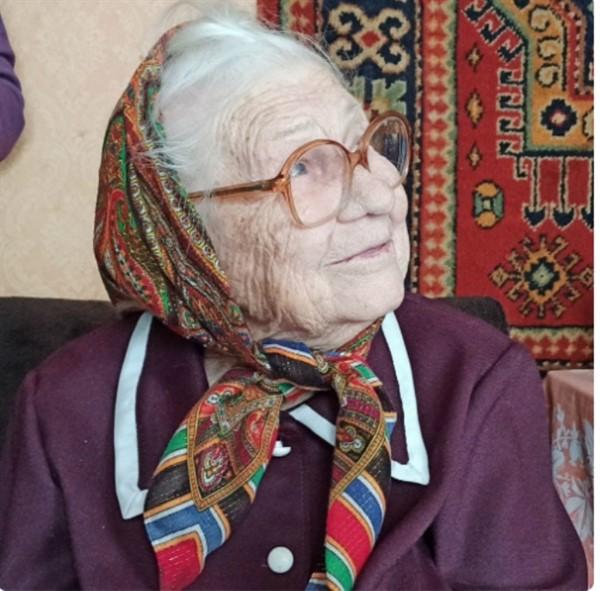 Жительница Горловки Анастасия Стецюк отпраздновала 95-летие. Она работала на почте в Озеряновке