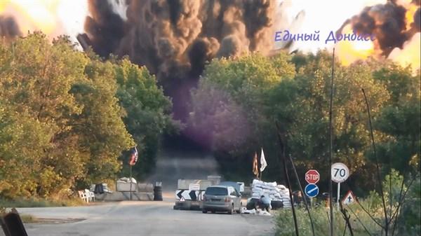 «Вау, твою мать», аплодисменты и смех: в Интернете появилось видео взрыва моста между Горловкой и Дзержинском