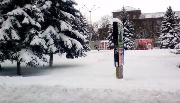 В снежный день на рынок: горловчанка показала поездку по заснеженному городу