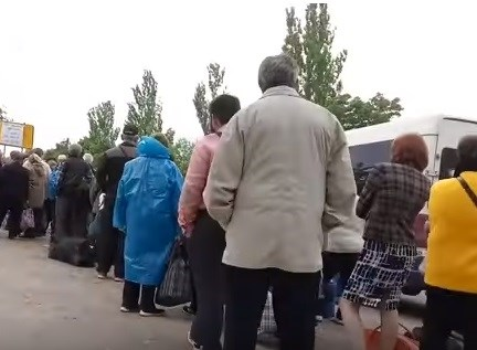Житель Горловки показал, как работают блокпосты через линию разграничения