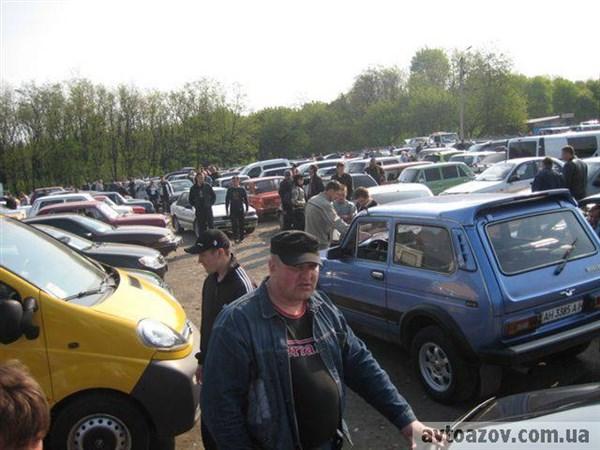 Авторынок «Майорский» переезжает: в центре Горловки хотят продавать машины и запчасти