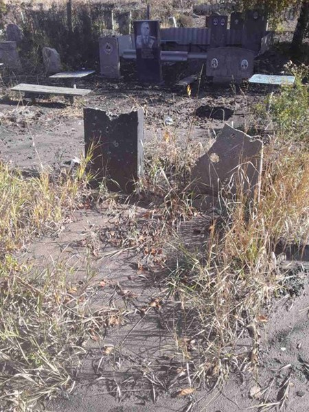 В сети показали фотографию разбитого обстрелами кладбища Горловки
