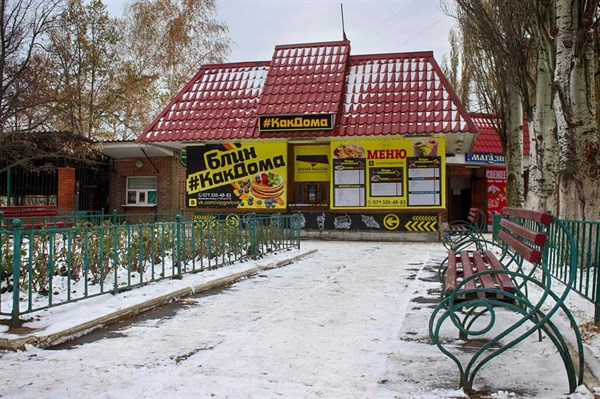 """Вместо магазина """"Княжий терем"""" в Горловке появилась торговая точка """"Блин как дома"""""""