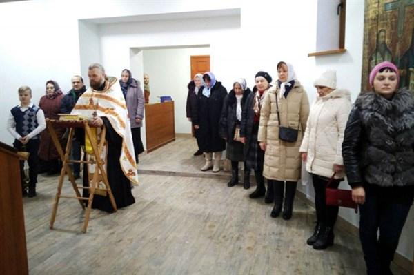 В Горловке прошла первая служба в восстановленном храме, сгоревшем от попадания снаряда