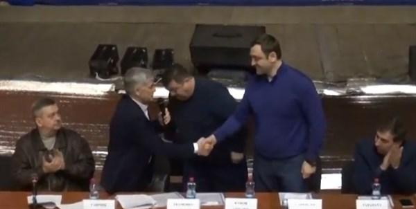В Горловке выбрали почетного президента федерации бокса. Им стал Армен Саркисян, разыскиваемый в Украине за тяжкие преступления