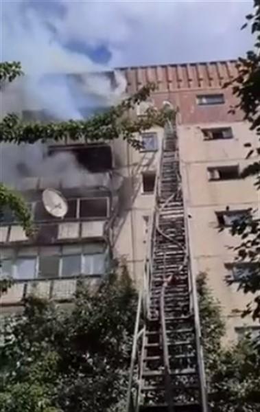 "В Горловке горит многоэтажка на ""Строителе"""