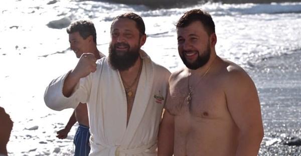 """В сети появились фотографии упитанного главы """"ДНР"""". Он праздновал Крещение в Крыму"""