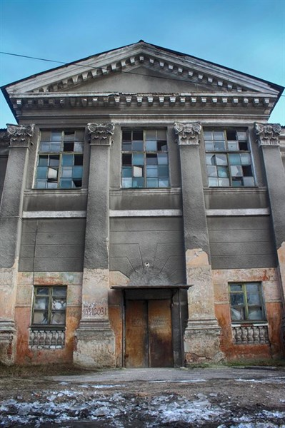 Исторический центр Горловки: заброшенные здания, заколоченные окна (ФОТОРЕПОРТАЖ)