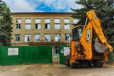 В детской поликлинике Горловки установили металлочерепичную крышу: восстановление продолжается