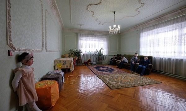 Переселенцы из Горловки довольны купленным для них домом и не хотят участвовать в разбирательствах с чиновниками
