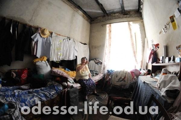 Переселенцы из Горловки и Донецка заняли в Одессе полуразрешенное здание и живут там как бомжи