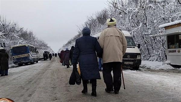 Пересечение КПП Горловка: горловчанин показал, что там происходит
