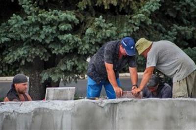 В Горловке ремонтируют фонтан на площади Победы (ФОТОРЕПОРТАЖ)