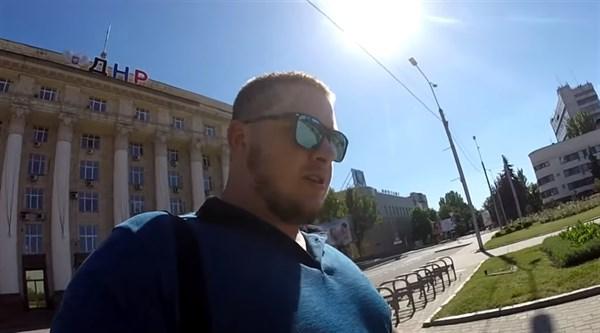 Опустевший Донецк: магазины закрыты, людей нет, на Артема заколочены торговые центры