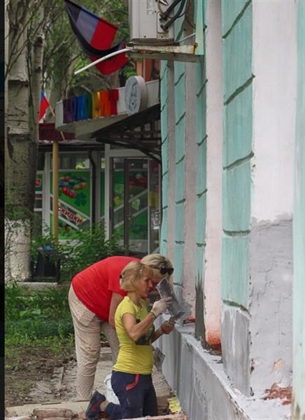 Горловка в ремонтах: какие новые объекты улучшают коммунальные работники