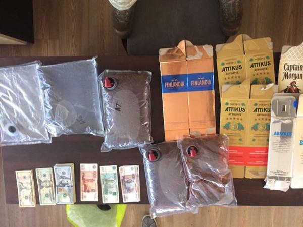 На КПВВ задержан водитель, который перевозил в Горловку доллары и рубли