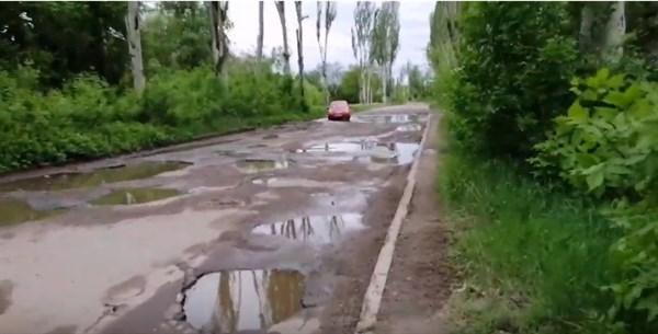 Дороги по улице Остапенко в Горловке нет: вместо нее появился пруд