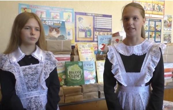 В Горловке школьники некогда лучшей школы города носят советскую форму