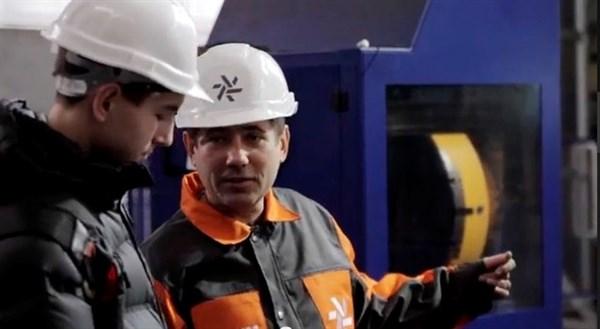 Проект «Дело мастера боится»:  съемочная группа отправилась на «Горловский машиностроитель», чтобы познакомиться с работой токаря