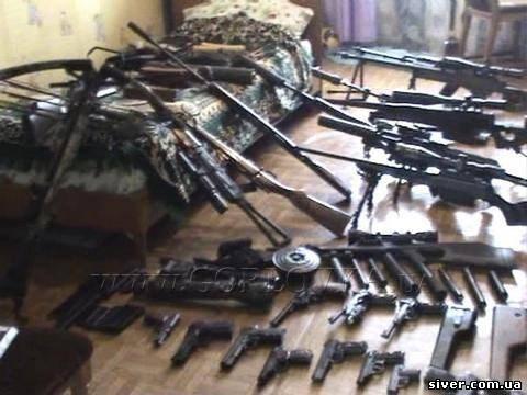 В Горловке местный житель хранил в гараже 5 гранат,  тротиловые шашки и 5 тысяч патронов