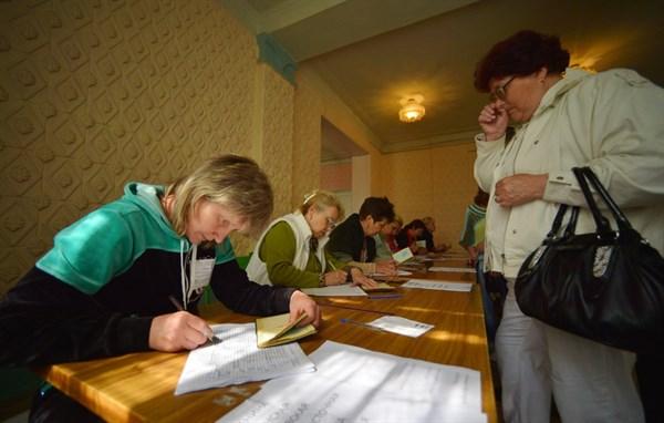 Представители Донецкой народной республики отрапортовали о  более 210 тысячах горловчан, принявших участие в референдуме. И это при 70 закрытых участках