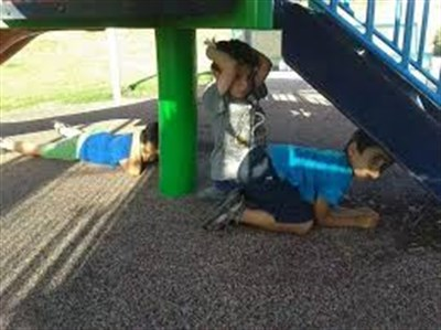 """В Горловке дети играют в детских садах в игру """"Бух"""", суть которой научиться правильно вести себя при обстрелах"""