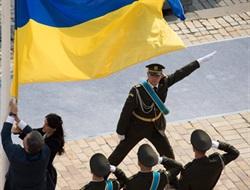 Дочь убитого горловского депутата Владимира Рыбака подняла с президентом страны украинский флаг над площадью Святой Софии (ДОБАВЛЕНО ВИДЕО)