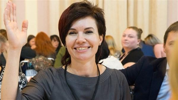 Горловчанка Анна Петриченко создала собственный бренд. Идею слингов тестировала на своих детях