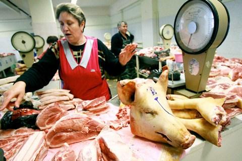 Из-за запрета ввоза из Украины, в Горловке взлетели цены на свинину