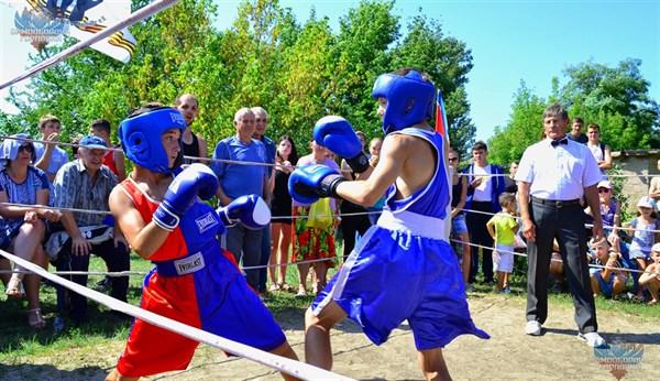 Дружественный турнир по боксу прошел ко дню шахтера на поселке Глубокая (ФОТОРЕПОРТАЖ)